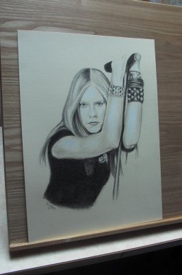 Avril Lavigne - Les portraits au fusain - La photo du portrait